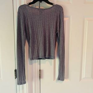 Cropped v neck grey sweater